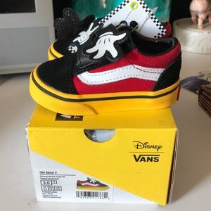 Vans Shoes - Vans Old Skool Mickey Mouse Hugs 3.0